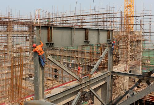 嘉定再生能源利用中心3号锅炉钢结构排板梁吊装就位